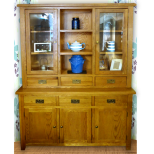 Tuscany oak 3 door dresser